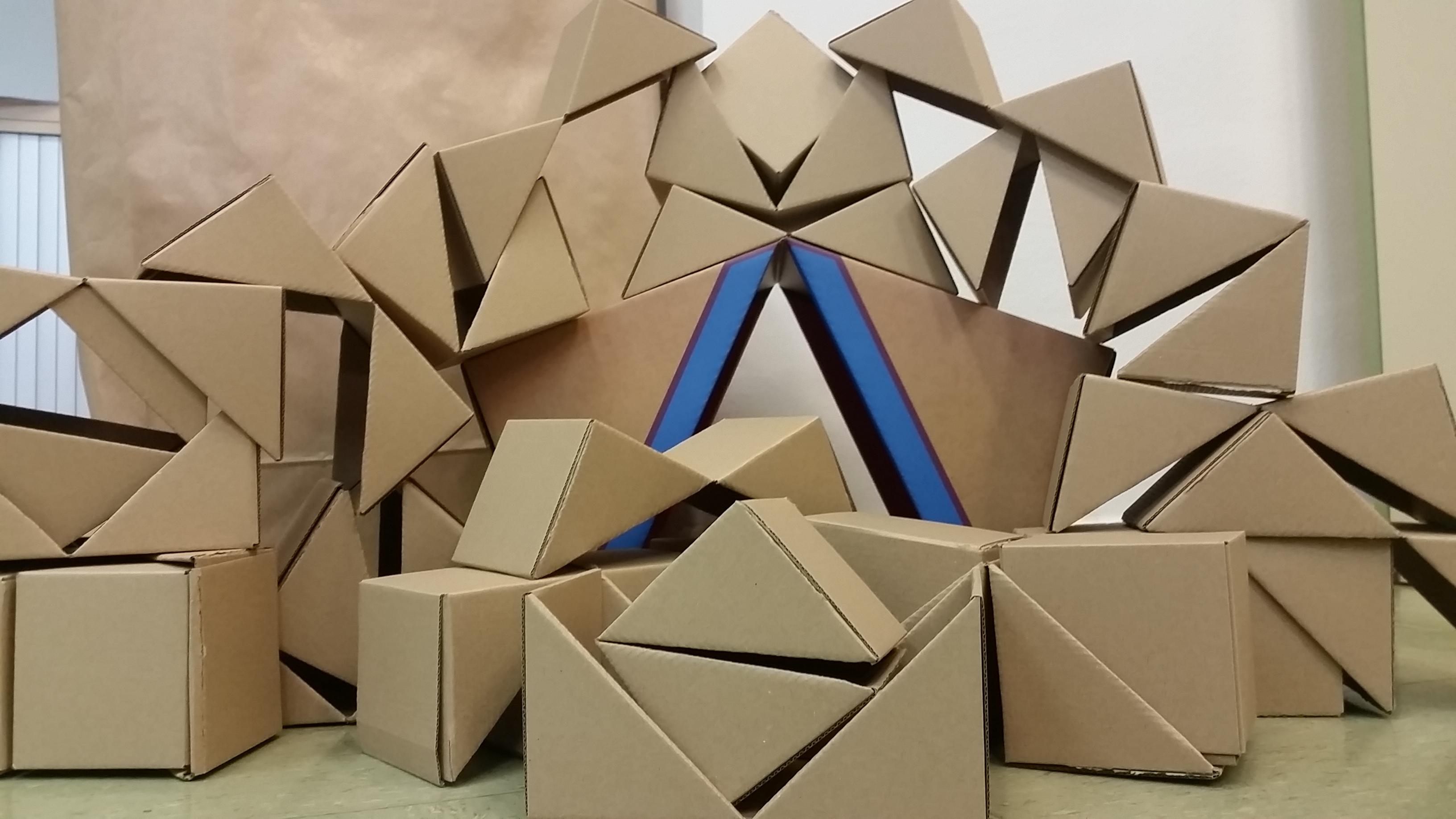 Construimos los cubos que nos regalaron de qbox