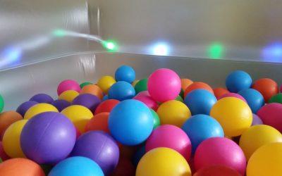 Estrenamos piscina de bolas con luces led