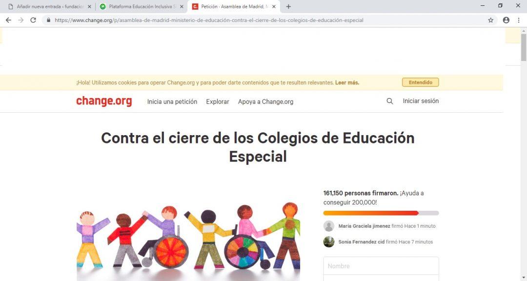 Recogida de firmas para evitar el cierre de los Centros de Educación Especial